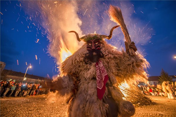 Busó's walking – Hungarian carnival