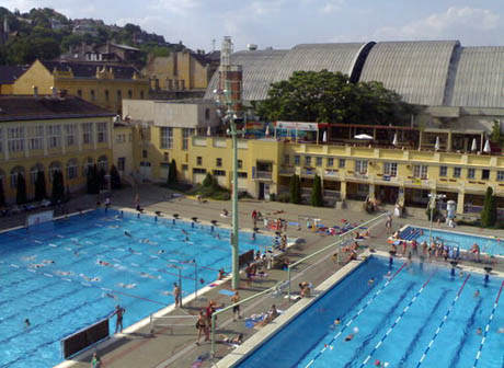 Csaszar – Komjadi bath and swimming pool in Budapest