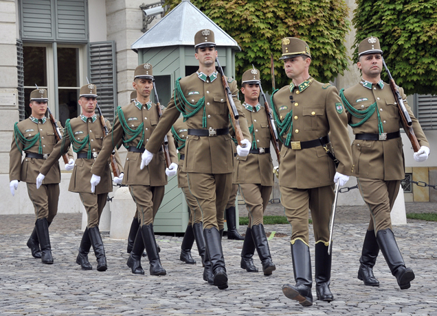 Changing guards in Budapest